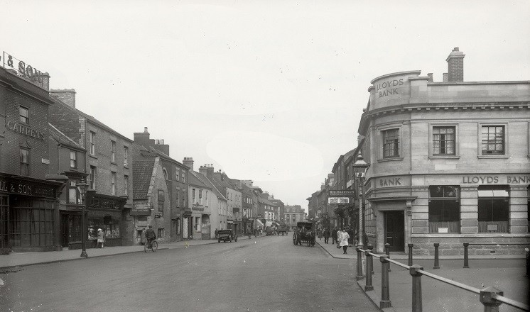 W.G. Harrison's Printers and Stationers on Grantham High Street (on the right). Courtesy Lincolnshire Archives.