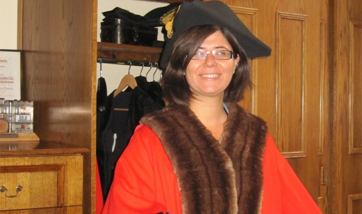 Hind tries on some mayoral robes in the Guildhall